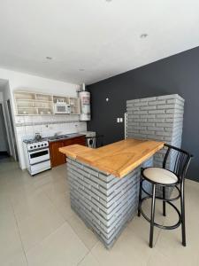 A kitchen or kitchenette at Apart Bahia