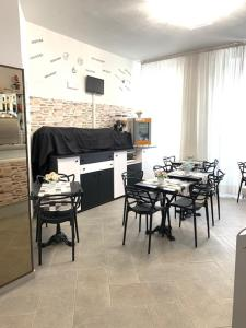 Um restaurante ou outro lugar para comer em Hotel Alessander