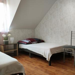 Łóżko lub łóżka w pokoju w obiekcie Domek w górach Jana III Sobieskiego 12, 33-350 Piwniczna-Zdrój, Polska Apartament