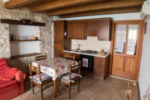A kitchen or kitchenette at Rustic apartments with sea view
