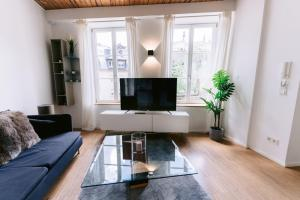 A television and/or entertainment center at Exquisite 1BR Apartment Old Town and Parking