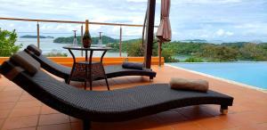 Der Swimmingpool an oder in der Nähe von Boca Chica Bay Eco Lodge