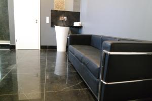 A seating area at Atelier Cologne Lofts
