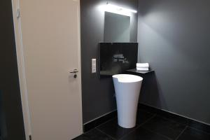 A bathroom at Atelier Cologne Lofts