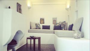A seating area at Blé - Traditional Renovated Cottage
