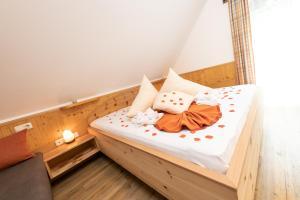 Ein Bett oder Betten in einem Zimmer der Unterkunft Thermenhof PuchasPLUS Loipersdorf