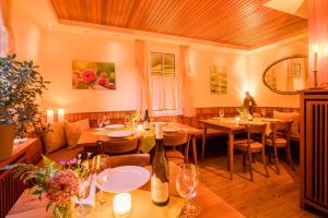 A restaurant or other place to eat at Gästehaus Knab's Mühlenschenke
