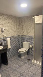 Ett badrum på Apartamentos Balcon de Carabeo