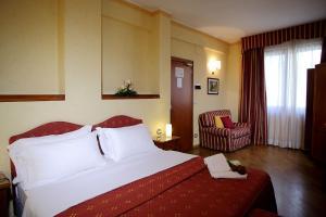 Кровать или кровати в номере Hotel Cavour