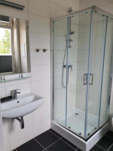 Ein Badezimmer in der Unterkunft Hotel Domke Haus an der See