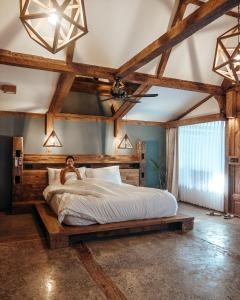 A bed or beds in a room at Kuno Villas