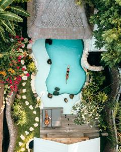 A view of the pool at Kuno Villas or nearby
