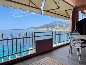 A balcony or terrace at Una terrazza sul mare - Balzi Rossi