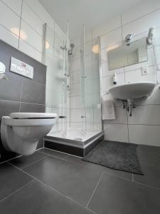 A bathroom at MOTELO Bielefeld