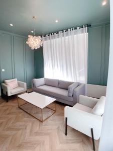 Coin salon dans l'établissement Appartement de 60 m2 tout juste rénové à Saint Malo Intra-Muros