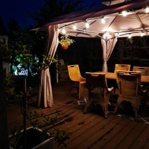 Restauracja lub miejsce do jedzenia w obiekcie Dworek sw.Antoniego