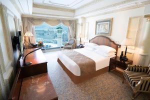 Cama ou camas em um quarto em Dar Al Tawhid Intercontinental Makkah, an IHG Hotel