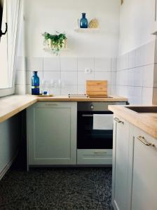 A kitchen or kitchenette at Victus Apartamenty, Apartament Edison