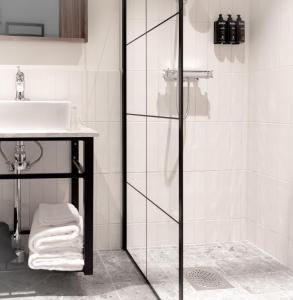 A bathroom at Hotell Mårtenson