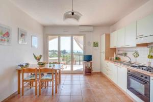 Cucina o angolo cottura di la veranda sul mare