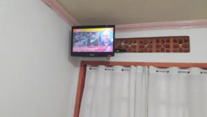 A television and/or entertainment center at Pousada Família Limas