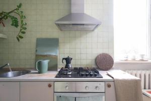 Kuchnia lub aneks kuchenny w obiekcie Opera Art Apartment