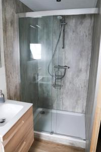 A bathroom at B&B Hartje Spakenburg
