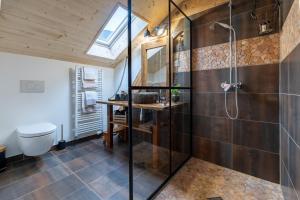 Salle de bains dans l'établissement Café Pernollet