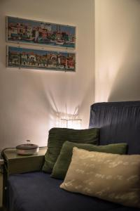 A bed or beds in a room at 1 min from Accademia : duplex stylish and cosy
