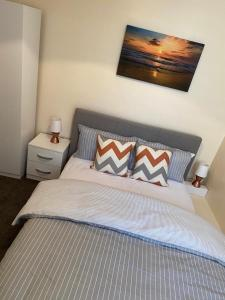 A bed or beds in a room at Excellent and Amazing Apartment with Private Parking