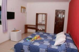 A bed or beds in a room at Pousada Vila dos Corais