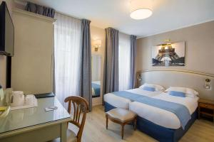 A bed or beds in a room at Best Western Au Trocadéro