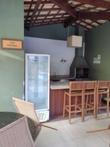 A kitchen or kitchenette at Praia do Forte Kauai Bahia