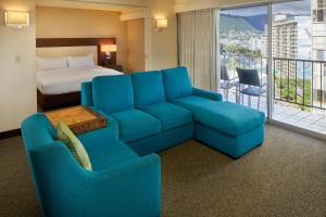 A seating area at DoubleTree by Hilton Alana - Waikiki Beach