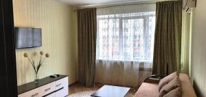 Телевизор и/или развлекательный центр в Apartment on Vladimira Nevskogo 38g
