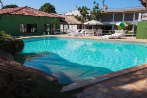 A piscina localizada em Guarapousada ou nos arredores