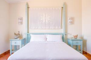 Een bed of bedden in een kamer bij Hotel Pedraladda