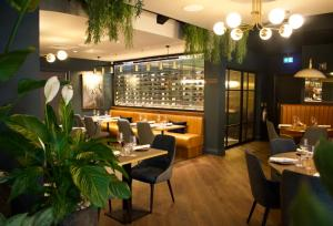 A restaurant or other place to eat at Hotel Indigo - Chester, an IHG Hotel