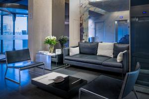 A seating area at AC Hotel Sants