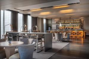 The lounge or bar area at AC Hotel Sants