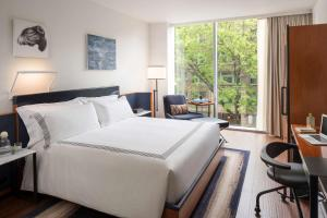 A bed or beds in a room at Thompson Seattle