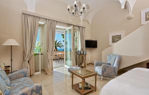 A seating area at Villa Marina Capri Hotel & Spa