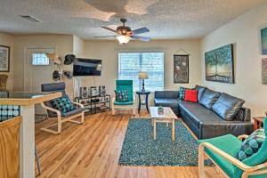 A seating area at Cozy Jonestown Home Less Than 1 Mile From Lake Travis!