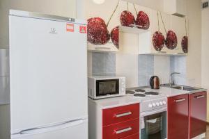 Кухня или мини-кухня в Апартаменты на Ленинском проспекте 124 Б