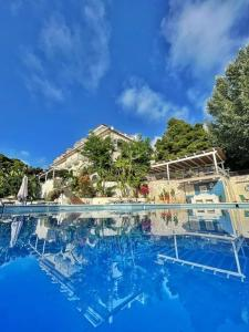 The swimming pool at or close to Hotel Garden Riviera