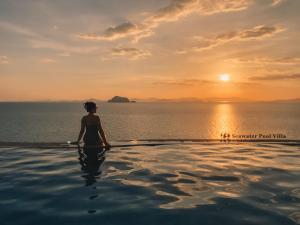 The swimming pool at or close to Santhiya Koh Yao Yai Resort & Spa