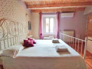 A bed or beds in a room at La Rocca Dell'Innominato