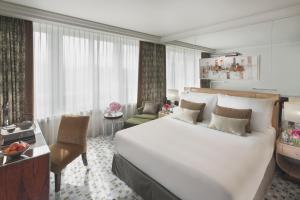 A bed or beds in a room at Mandarin Oriental, Geneva