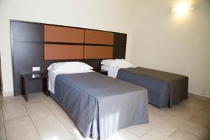 A bed or beds in a room at Hotel Porta Rivera