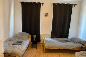 A bed or beds in a room at Schöne Monteurwohnung mit TV und WLAN